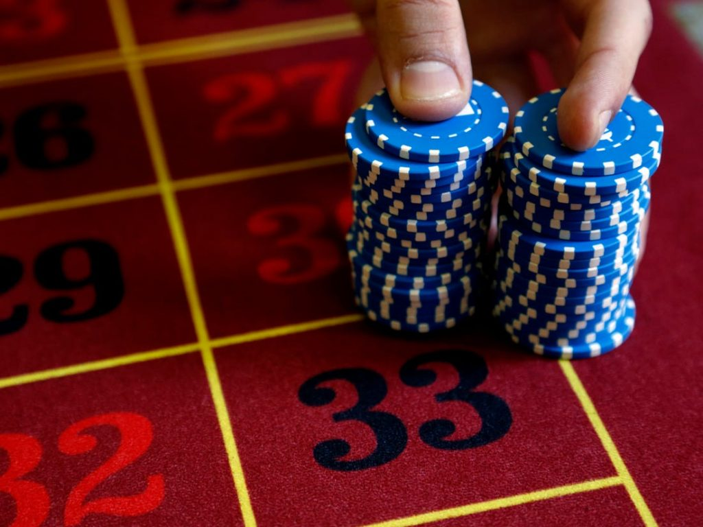 Reasons of Becoming the Professional Poker Player