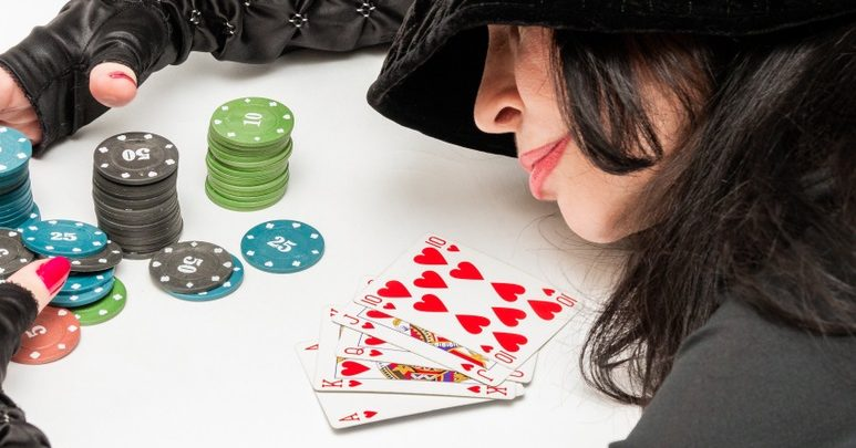 Good merits of playing poker online